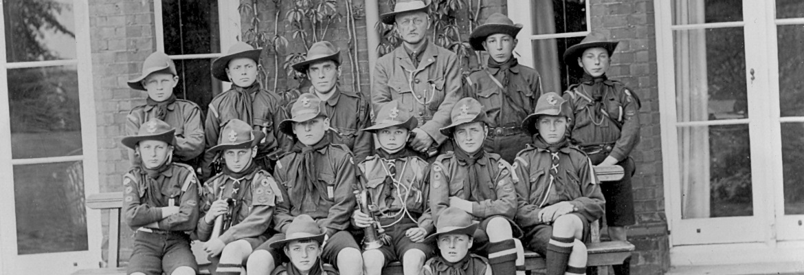 OSH in 1914 – housemaster Wynne Willson with scout troupe